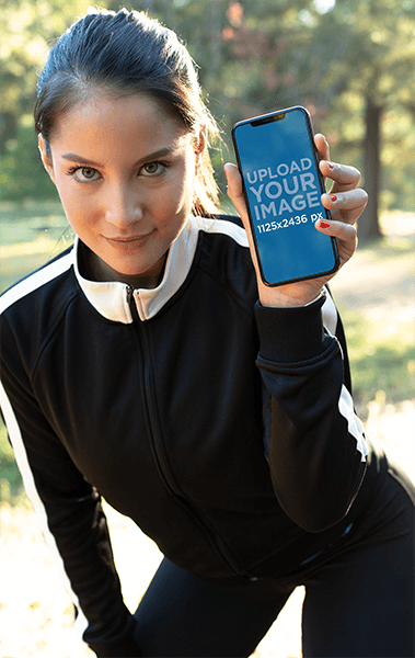 Iphone Xs Mockup Of A Woman Wearing Active Wear