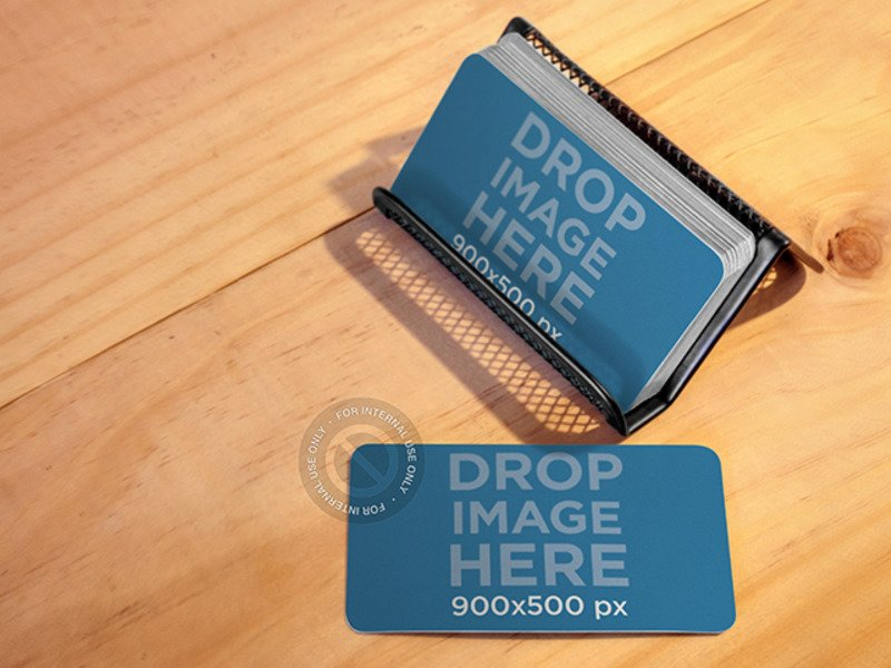BUSINESS CARDS PLACED OVER A METAL BUSINESS CARDHOLDER MOCKUP