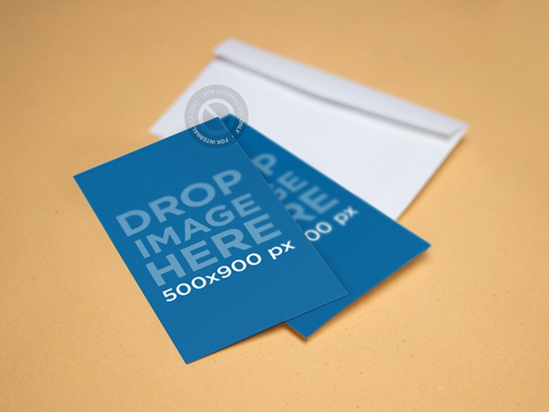 MOCKUP FEATURING TWO BUSINESS CARDS LYING ON TOP OF AN ENVELOPE