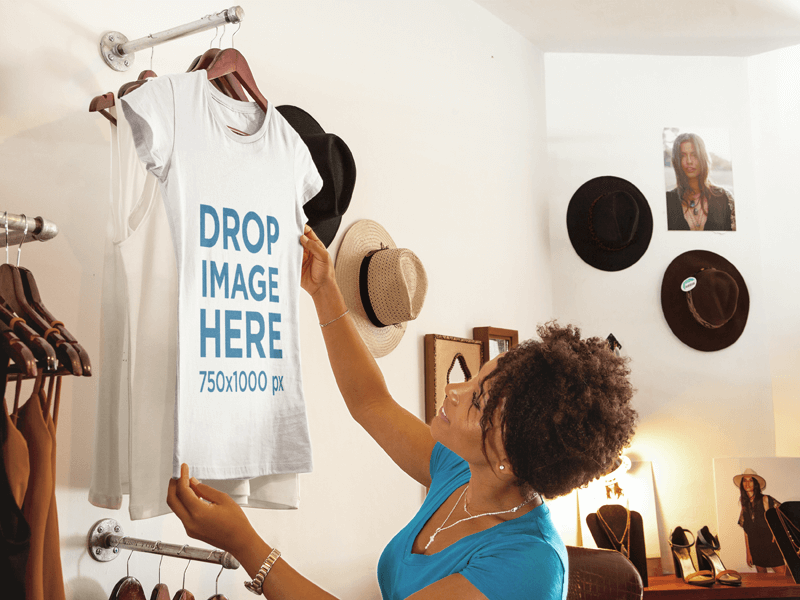 T-SHIRT MOCKUP FEATURING A WOMAN SHOPPING AT A BOUTIQUE