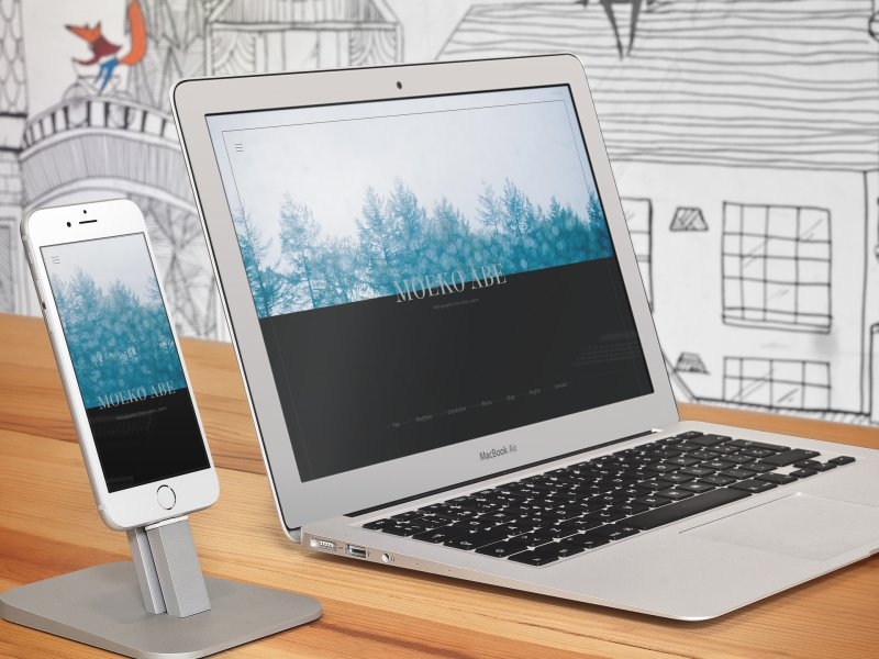 iphone-6-and-macbook-air-on-a-wooden-table