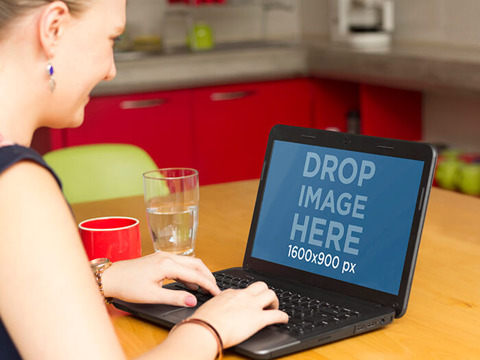 Laptop Mockup 15