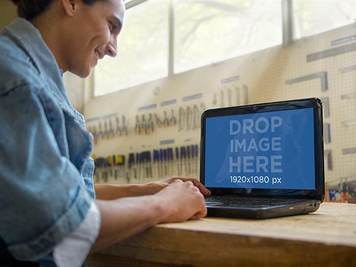 Laptop Mockup 18