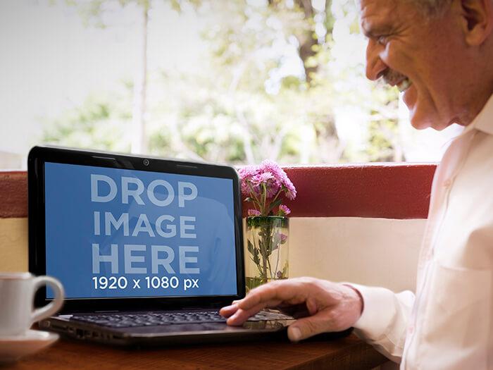 Laptop Mockup 19