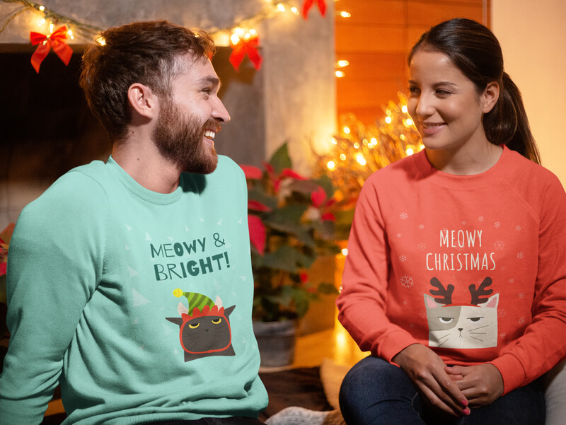 Mockup Of A Couple Wearing Sweatshirts On Christmas