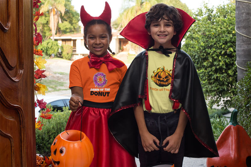 T Shirt Mockup Of Two Kids Trick Or Treating In Halloween