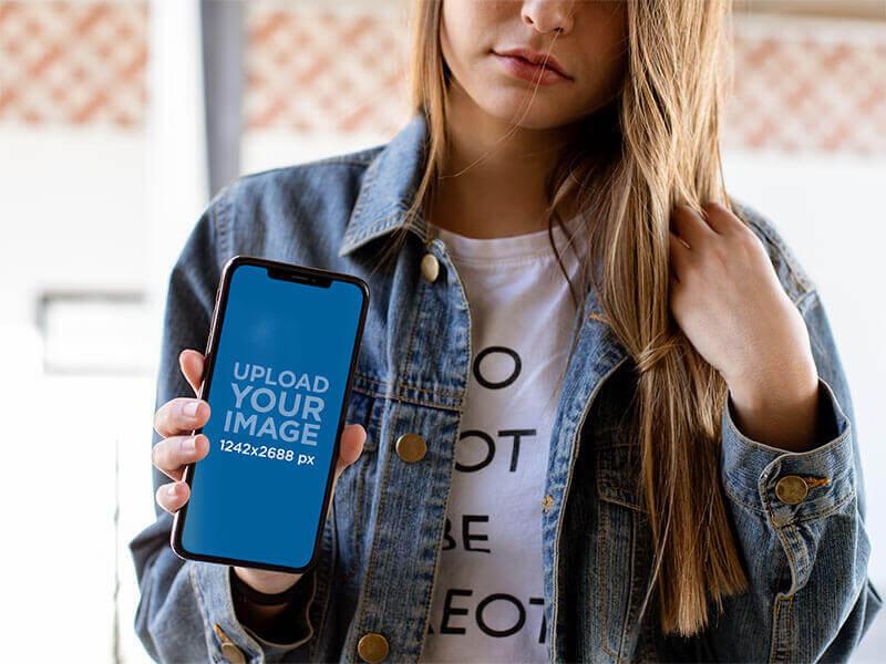 Iphone Mockuo Woman
