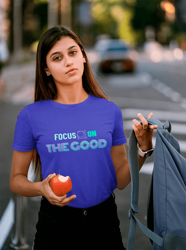 T Shirt Mockup Of A Female Student Holding A Bitten Apple
