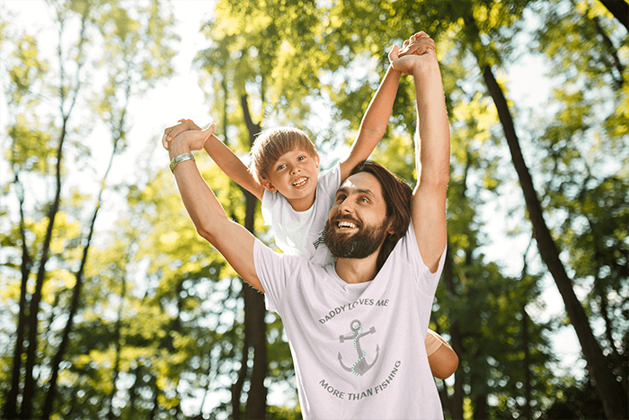 Tee Mockup Of A Bearded Man Lifting His Son Over His Shoulders