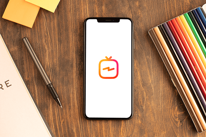 Mockup Of An Iphone Xs Max Surrounded By Office Supplies