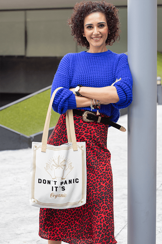 Tote Bag Mockup Of A Middle Aged Woman Leaning Against A Lamp Post