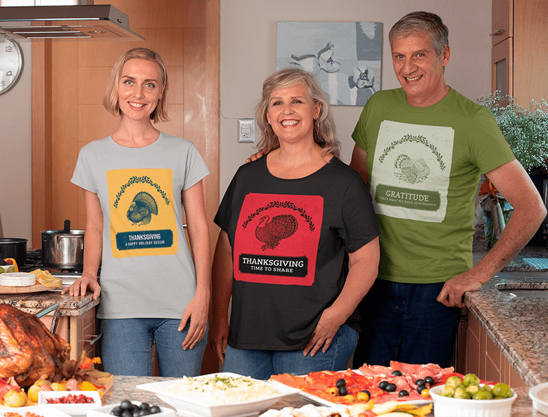 T Shirt Mockup Featuring A Family At A Home Thanksgiving Dinner