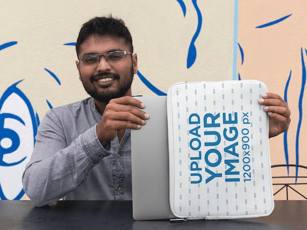Free Laptop Sleeve Mockup Mockup