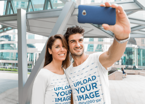 Round Neck T Shirt Mockup Of A Couple Taking A Selfie