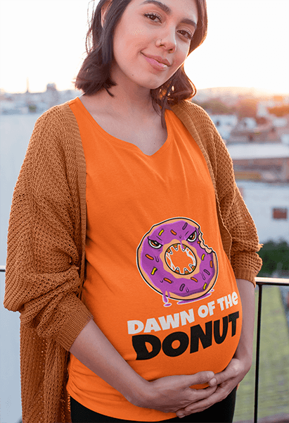 Tee Mockup Of A Pregnant Woman Standing In A Balcony